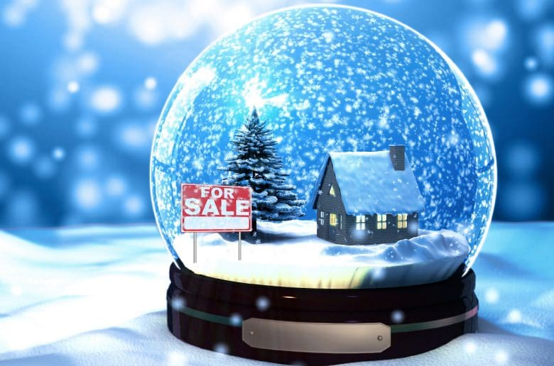 - snow globe house 780x516 - L'ABC per vendere casa in inverno